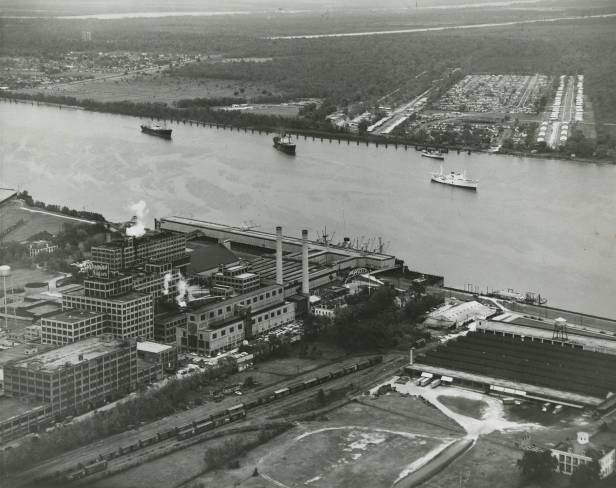 Domino Sugar Refinery, presumably 1950s. Lebeau Plantation in lower right corner. Source: Louisiana Digital Library