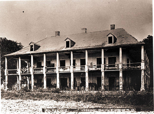 De la Ronde Plantation, Chalmette, 1866. The site where General Pakenham allegedly took his last breath during the Battle of New Orleans. Source: Wiki Commons