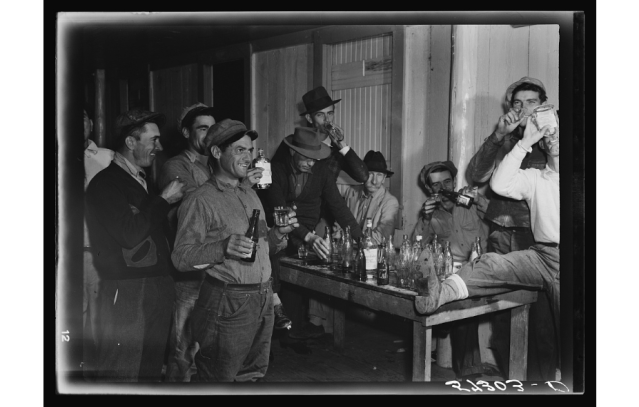 Isleños drinking and gambling, Delacroix, 1941. Source: Library of Congress