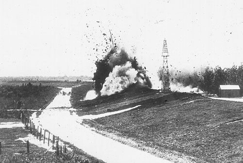 Levees blown at Caernarvon during the Mississippi River Flood of 1927. Source: The Jesse Earl Hyde Collection, Case Western Reserve University (cwru) Department of Geological Sciences