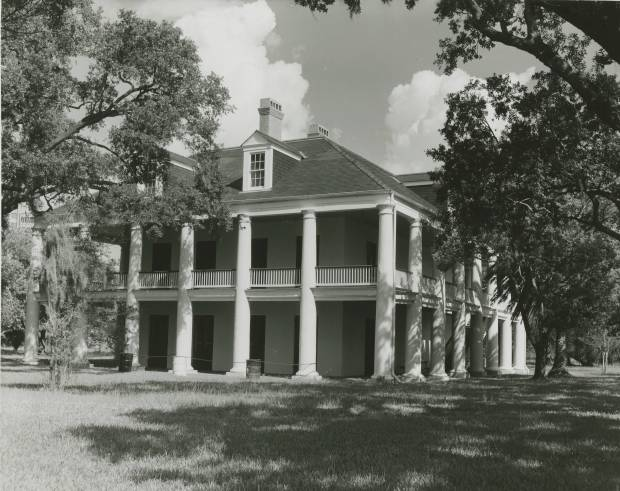 Three Oaks Plantation, 1940s. Destroyed in 1966 by Domino Sugar Refinery. Source: Louisiana Digital Library