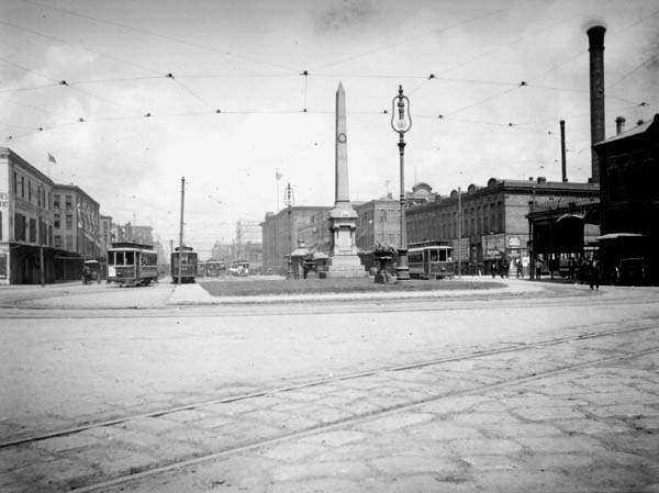 Liberty Place monument 1906