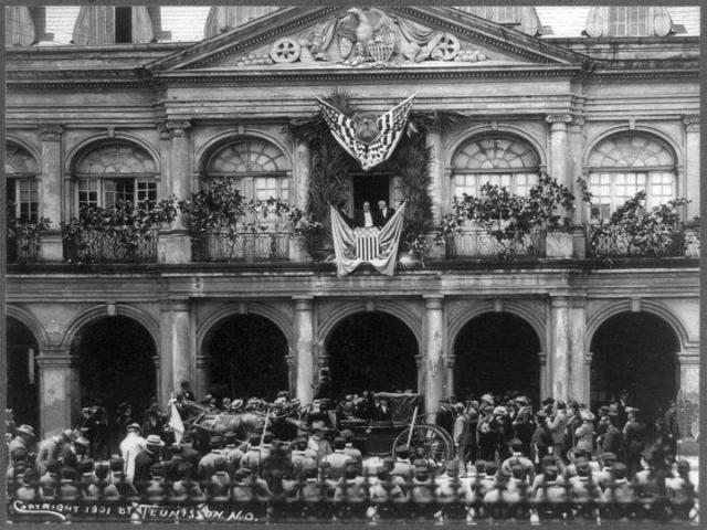 1901 - William McKinley making a speech on the balcony of the Cabildo