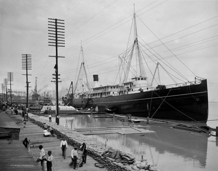 1903 - High Water at the levee.  S.S. Chalmette docked.