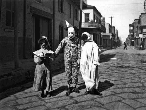 1905 - Mardi Gras revelers