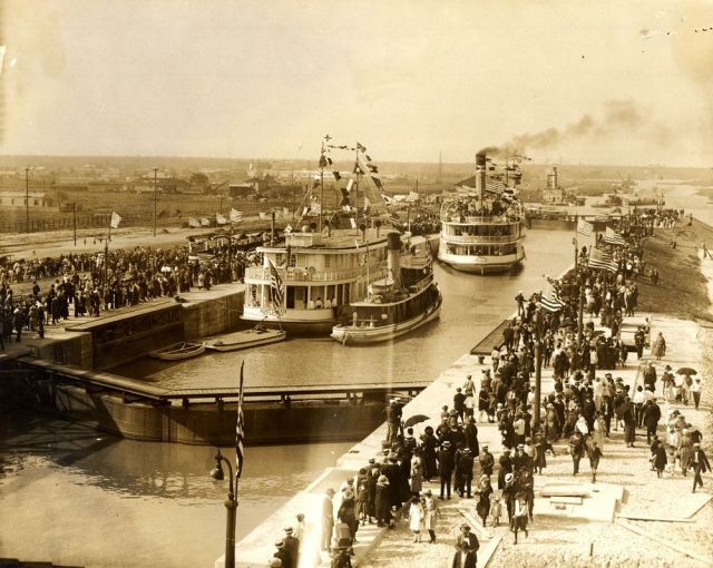 1923 - Opening of the Industrial Canal