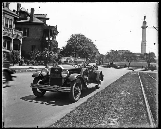 1928 - Lee Circle