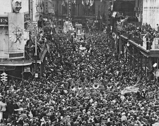 1930s - Mardi Gras Parade