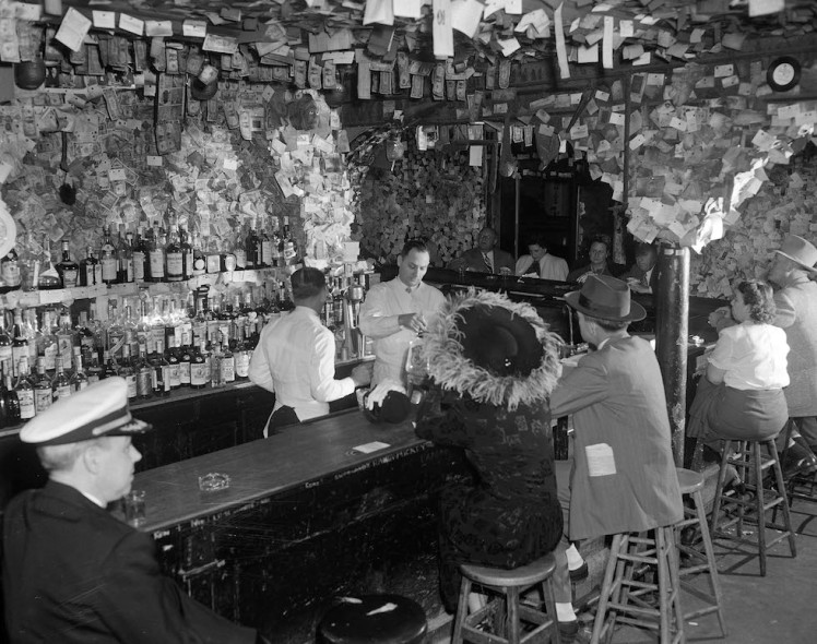 1949 - The old Absinthe House