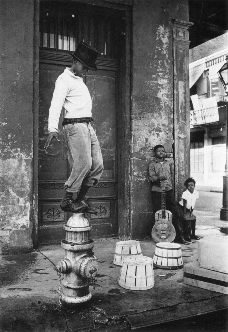 1960 - Street performers